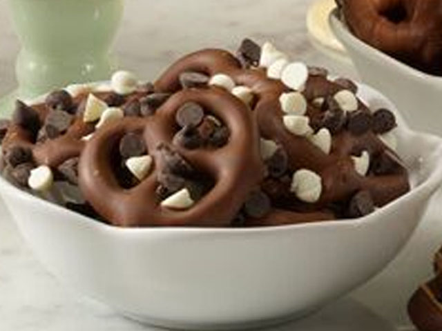 Dark Chocolate Pretzel Delights